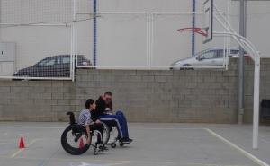 Gimcana amb cadira de rodes